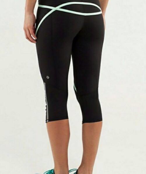 Lululemon Run Black and Mint Green Pace Crop Leggings Gym Tights