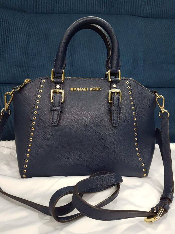 e6d29dfdbcf100 Michael Kors Satchel, Luxury, Bags & Wallets, Sling Bags on Carousell
