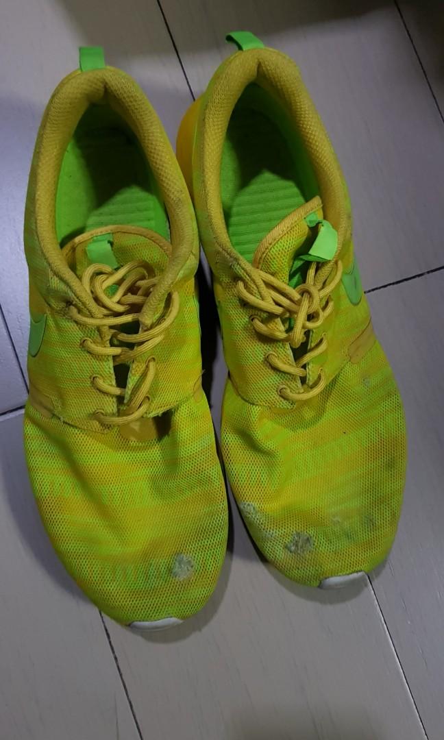 pretty nice 92739 4cf3d Nike Roshe Run NM BR Volt, Men s Fashion, Footwear, Sneakers on ...