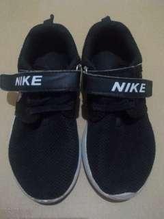 Sepatu Nike anak size 12.5