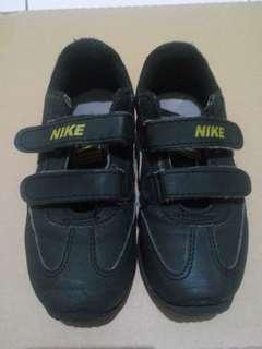 Sepatu Nike anak sz 11