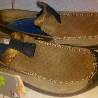 For Sale Snaekers casual For Men's Merk Branded Crocs.