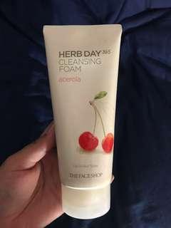 HERB DAY CLEANSING FOAM ACEROLA [THE FACE SHOP]