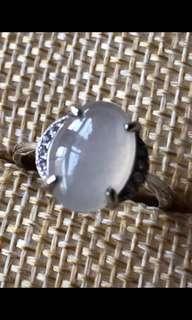 翡翠冰種大蛋面925銀鑲嵌戒指每隻320元