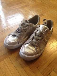 Golden Guess Ladies Sneakers size 6.5
