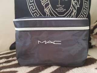 Mac cosmetic bag new brush  storage  and mirtot