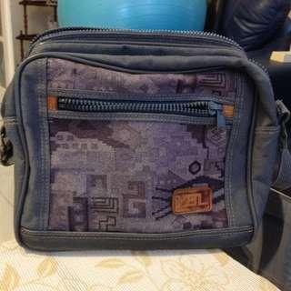 Geometric blue - grey travel bag