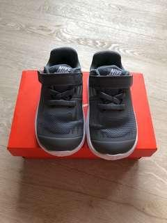 🚚 Nike Toddler Shoes( star runner) UK 5.5 and US 6