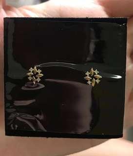 9k gold mini snow flake earring