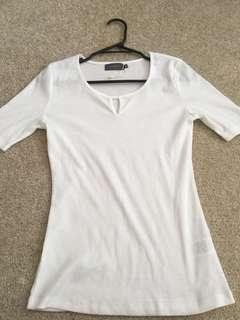 White tee mirrou size medium
