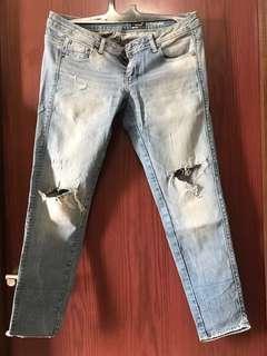 Preloved jeans Logo