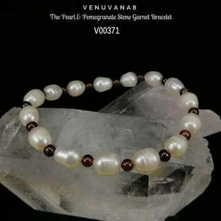 🚚 The Pearl & Pomegranate Stone Garnet Bracelet - Garnet 4mm bead & Pearl approx.6-7mm bead-Pearl symbolize love and nurturing, Garnet helps to detoxify blood & regulate blood circulation. It is an excellent stone to cleanse & balance root Chakra.