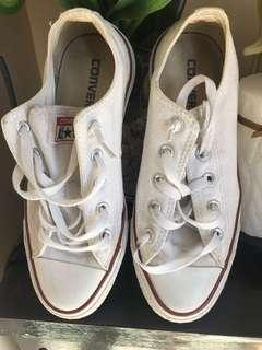 Authentic Converse with flaws Size 6