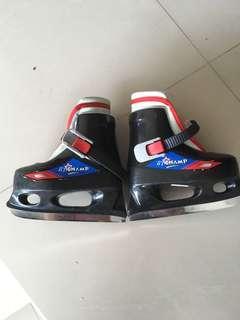 Kids ice skates. US Size 6-7