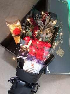 EVERLASTING Red Rose LED Bouquet