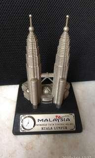 Petronas Twin Towers (451.9M)Reduced price
