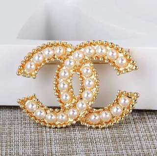金色Chanel 珍珠滿版胸針