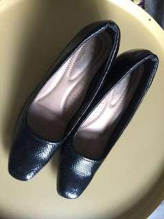 Larrie Court Shoes UK 5