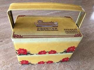 Traditional Tin Box Carrier