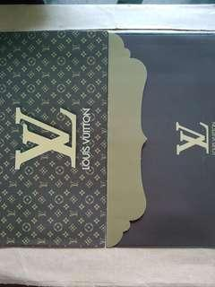 Louis Vuitton Packet