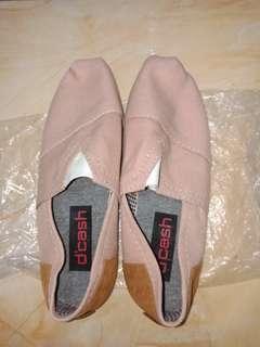 Sepatu wakai distro pink