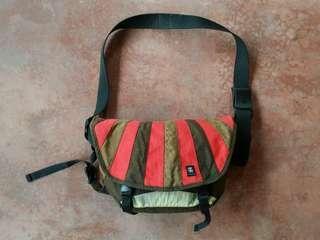 Barney Rustle Blanket - Crumpler messenger bag size M