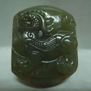 🚚 天地 藝品 精選 和闐 玉 天然 新疆 和闐 玉 仔料 油潤 凝脂 巧雕 ( 貔貅 ) 腰帶 扣 K471 珍藏 品 割愛 !