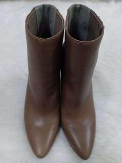 [Free pos]BCBG Genuine Leather Ankle Boots 👢(Further marked down)