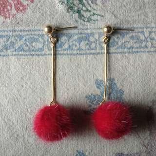 🚚 紅色毛球球垂墜式耳環