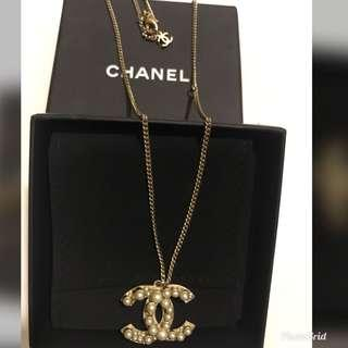 💯 Authentic Pearl Chanel Necklace( kept unused)