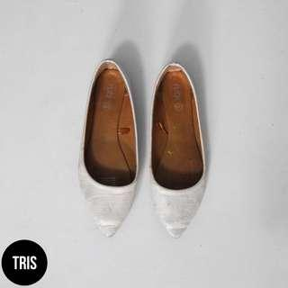 RUBI TEXTURED POINTY FLATS