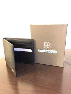 Wallet with 8 slots to hold credit cards