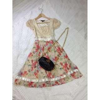 B8-V150: Floral dress