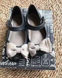 Mini Melissa classic black bow size 6