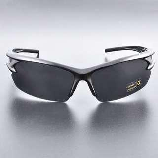 🚚 Polarised Men Sunglasses UV400  (Come with protection case)