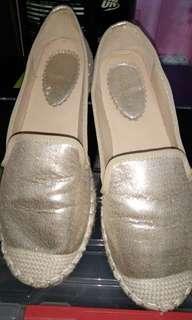 Sepatu GABINO Gold