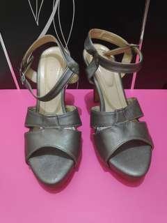 Heels details size 36