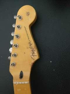 fender Stratocaster maple neck