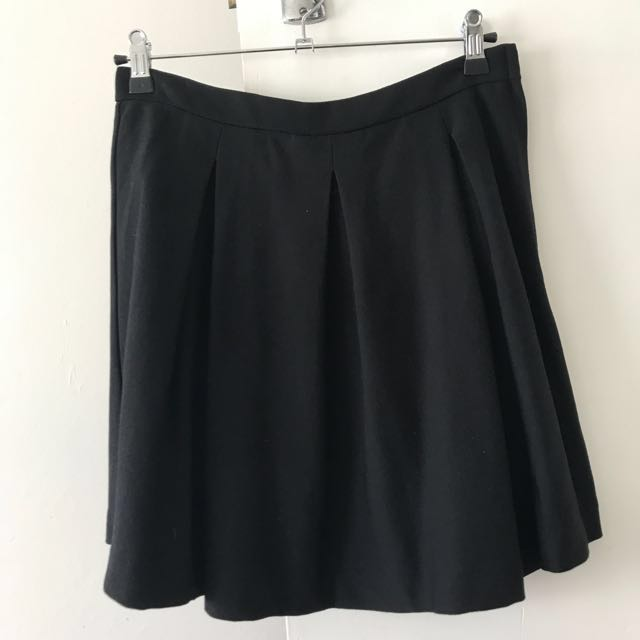 Black skirt with wide pleats