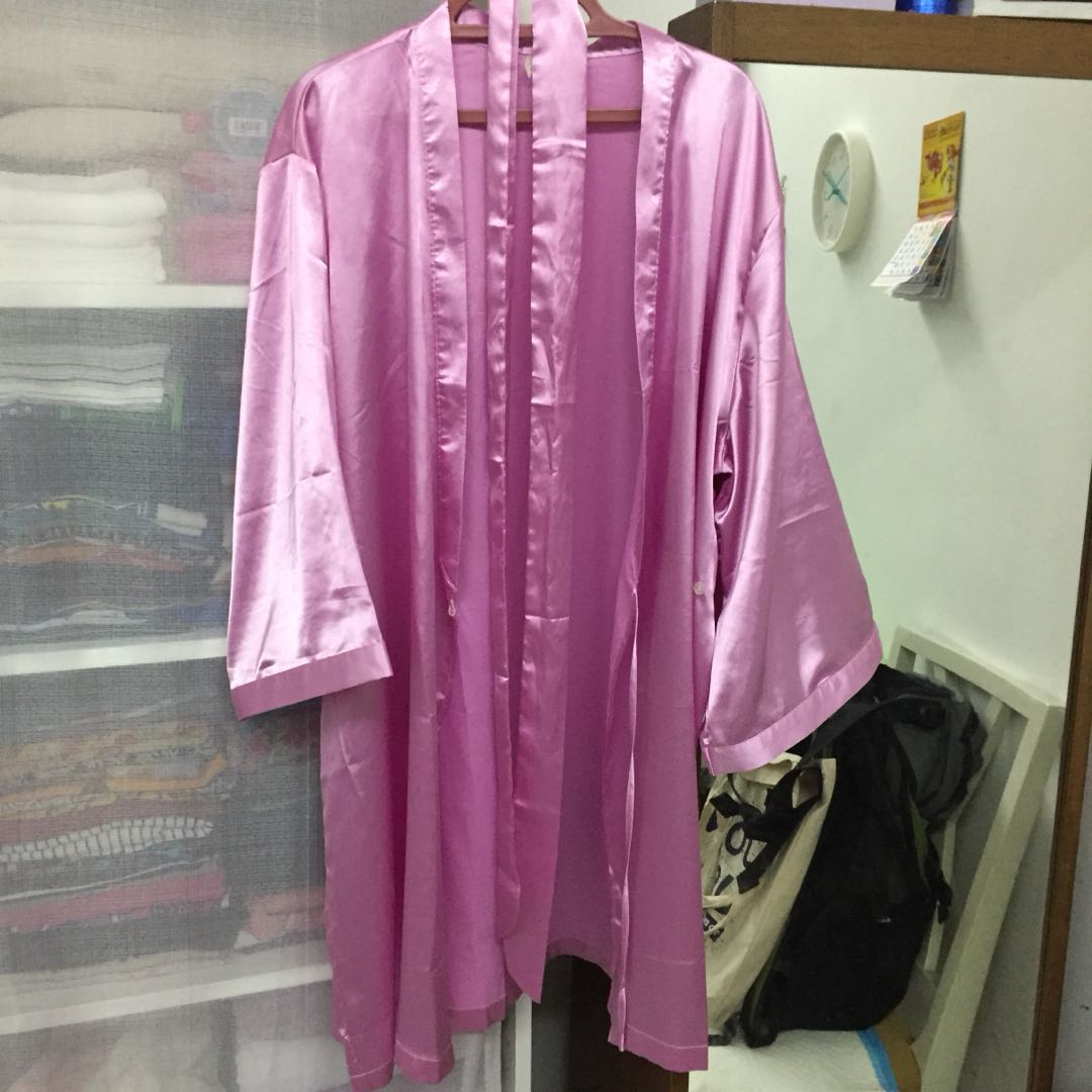 98a2c0b7e5 REDUCED! Xixili soft satin robe