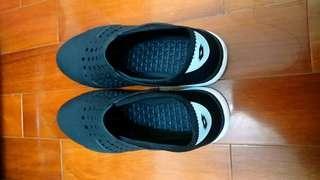 🚚 Lotto黑色洞洞鞋