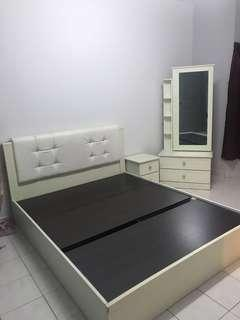 Bedroom set, bed(queen size)