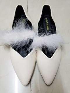 全新米白色平底鞋