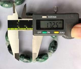 天然緬甸翡翠男裝手串,大大粒,顏色均勻,色澤鮮明養顏. 尺寸約17.25mm(取其中一粒量度)