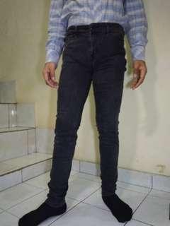 Celana UNIQLO Skinny Jeans ORIGINAL Ukuran 32