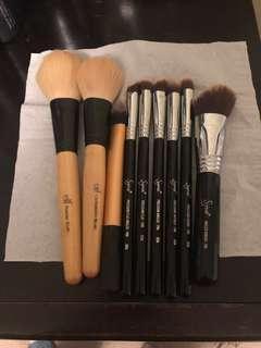 Assorted make up brushes
