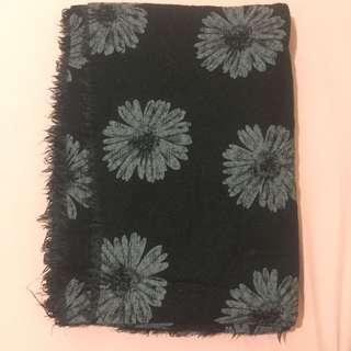 Pashmina hitam motif bunga