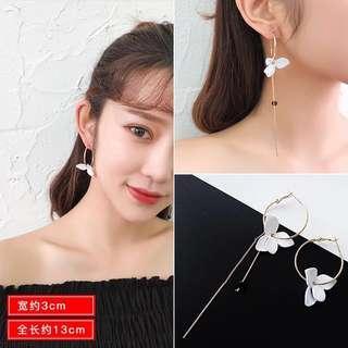 [instock] grey dangling flower floral demure earrings