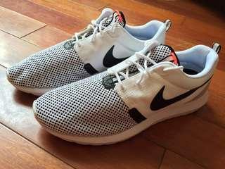 Nike US 9 ROSHERUN NM BR