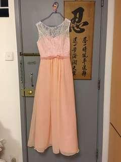 高貴粉紅色姊妹裙。只著過一次,新淨。 長130cm, 寬32cm